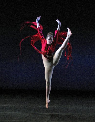 Dancer: Jamie Dowd. Shea's 'Coming to Light' comments on the state of contemporary society through the Native American Legend of Spider Woman.