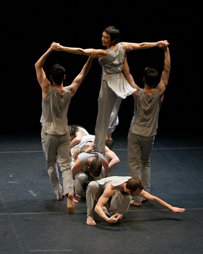 Trisha Brown Dance Company in Brown's 'Les Yeux et l'ame'.
