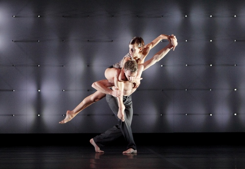 Random Dance performers in Wayne McGregor's 'FAR'.