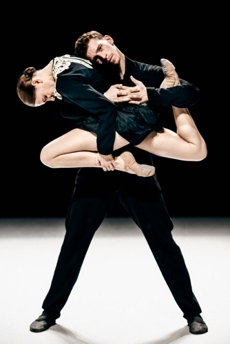 'Some other time' by Leon/Lightfoot. NDT2. Dancers Xanthe van Opstal and Clement Haenen.