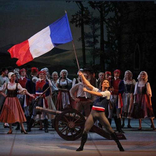 Ivan Vasiliev in 'The Flames of Paris'. Photo by Stas Levshin.