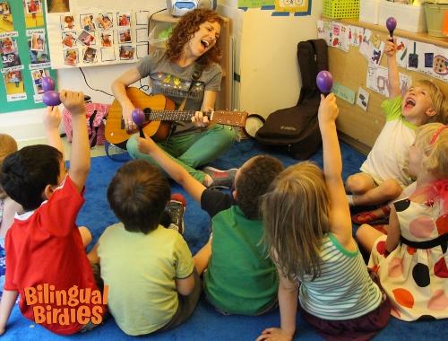 Bilingual Birdies Spanish class with Solange Prat in a Brooklyn preschool. Kids learn through live music and dance.