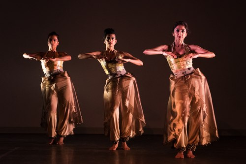 Veiled Moon production by Preeti Vasudevan and Thresh Dance Company<br>Court dancers