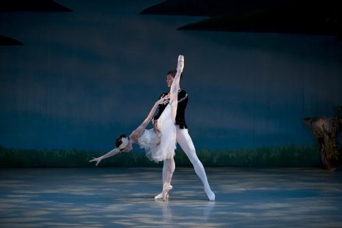 White Swan Pas de Deux - Margaret Andriani and Andrew Copeland.