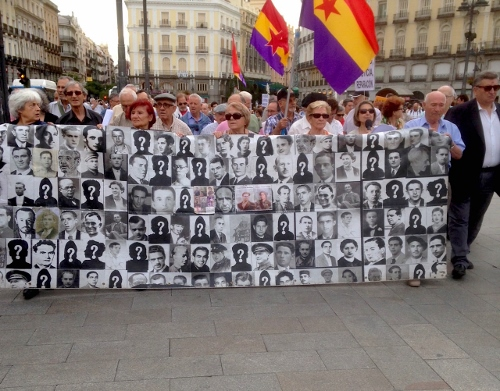 Demonstration at the Puerta del Sol, Madrid, Spain, June 11, 2015, demanding the government help them locate their loved ones, buried in mass graves, so they can receive a proper burial.