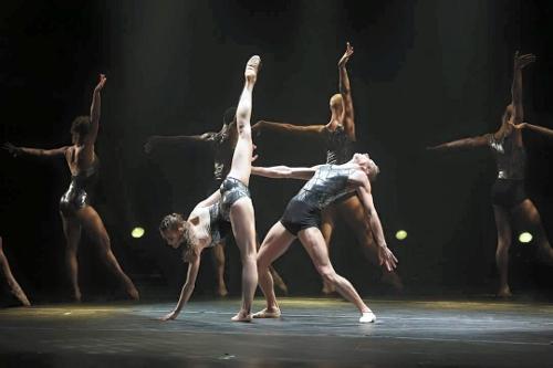 Complexions dancers in Dwight Rhoden's 'Strum.'