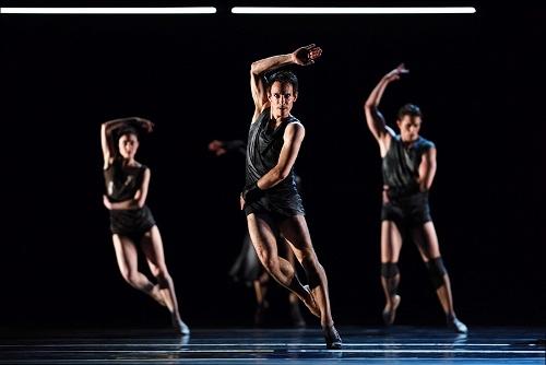 """San Francisco Ballet dancers in Liam Scarlett's """"Fearful Symmetries."""""""