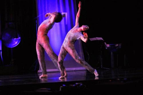 "GroundWorks' dancers Damien Highfield and Feslise Bagley in David Shimotakahara's ""Ghost Opera."""
