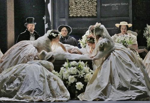 Ensemble Cast in 'Roméo et Juliette.'