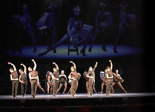 The company of Tango x 2 performs 'Su Historia'