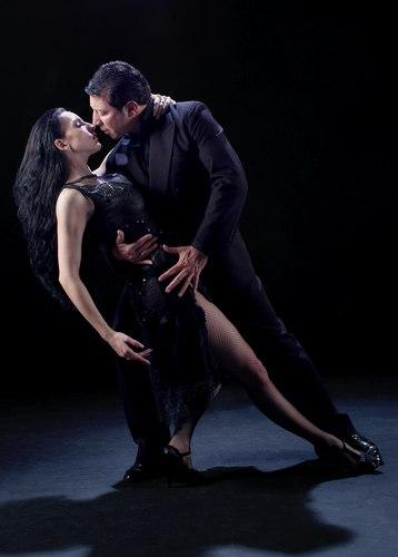 Miguel Angel Zotto and Romina Godoy of Tango x 2 perform 'Su Historia'