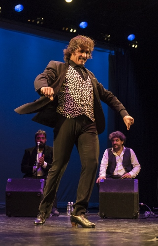 Farruco, dancer, with from left to right: singer David de Jacoba and harmonica player Antonio Serrano.