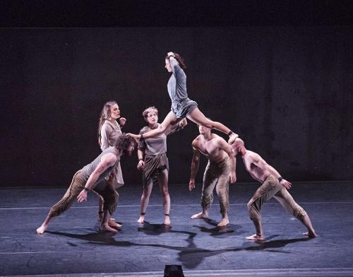 """Circa acrobats in """"Il Ritorno"""""""