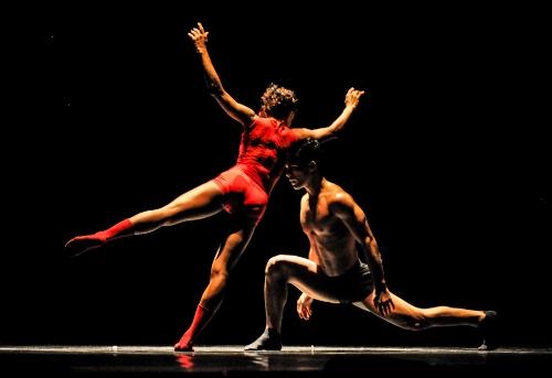 Acosta Danza in Raúl Reinoso's 'Nosotros'.