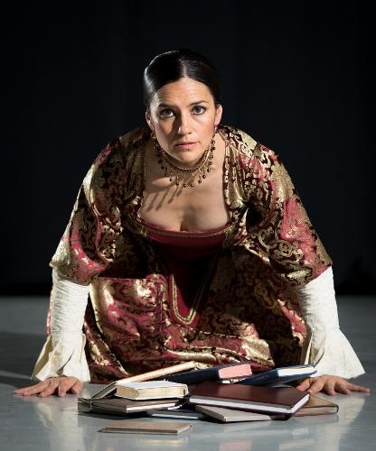 Flamenco Vivo Carlota Santana<br>Choreography by Belén Maya <br>Pictured: Estefanía Ramírez as Sor Juana Inés de la Cruz