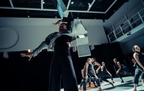 Shareen DeRyan with ensemble in Kristin Damrow's IMPACT.