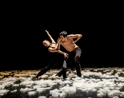 Yuka Oba and Matthew Wenckowski in Alejandro Cerrudo's 'Extremely Close'.
