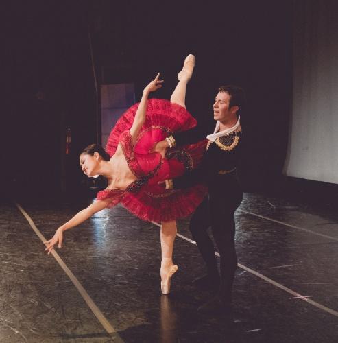 Indianapolis Ballet -<br>'Don Quixote Pas de Deux'<br>Choreography: Marius Petipa<br>Dancers L-R: Yoshiko Kamikusa, Chris Lingner.