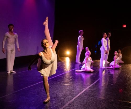 Indianapolis Ballet -<br>'Miroirs'<br>Choreography: Victoria Lyras<br>Dancers: Mary Ann Schaefer