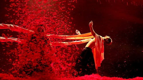 Yang Liping Contemporary Dance in 'Under Siege'.