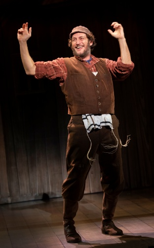 Yehezkel Lazarov as Tevye