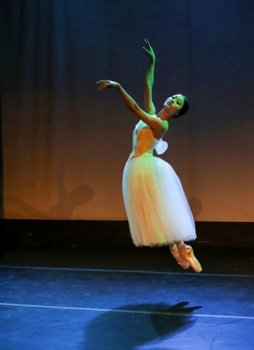 Yoshiko Kamikusa in Jean Corelli's 'Giselle Pas de Deux'.<br>Choreography by