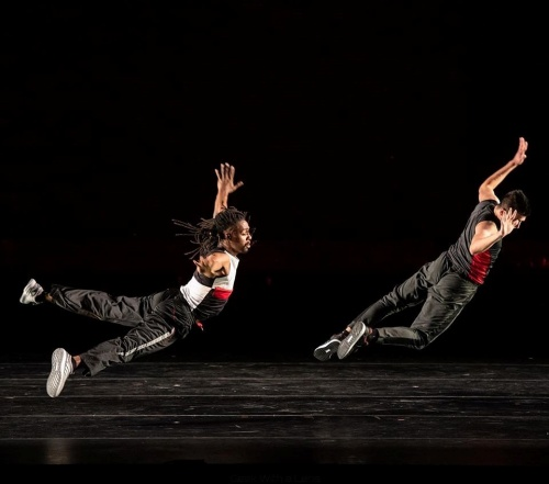 Dayton Contemporary Dance Company in Abby Zbikowski's Indestructible.
