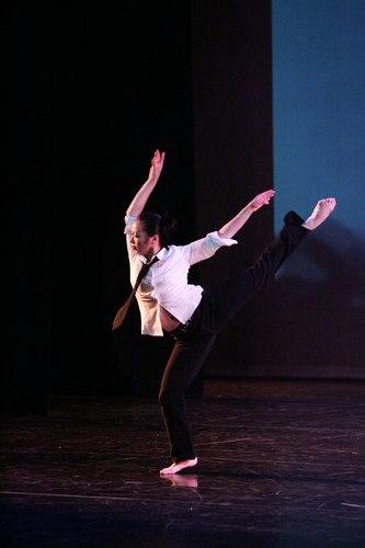 Lisa performing <i>Headlock</i>