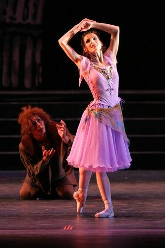 Esmeralda (Julia Vorobyeva) and Quasimodo (Konstantin Dournev).