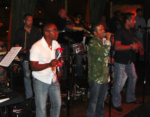Salsa at the Monsoon Cafe The band (Chino Espinoza)
