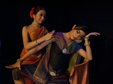 Mot Pharan (left) and Sao Phirom. Photo courtesy of Khmer Arts Ensemble