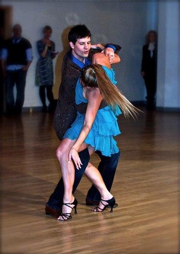 Tybaldt Ulrich and Tamara Van Leeuwen perform West Coast Swing
