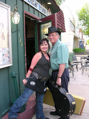 Tammy Rose welcomes Jim Sprague (of the O2R band) at the Players Pub door