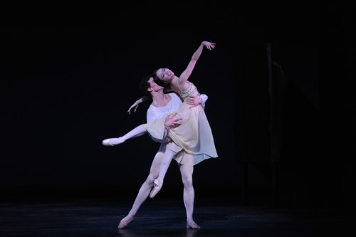 American Ballet Theatre's Seo and Stearns perform at a Youth America Grand Prix Gala