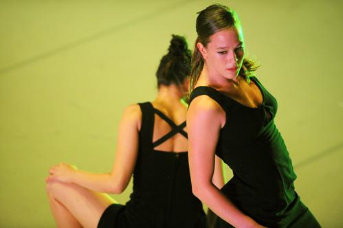 Batsheva dancers in 'B/olero'