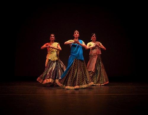 (L to R) Ammr Vandal, Parul Shah, Reena Shah (Parul Shah Dance Company)